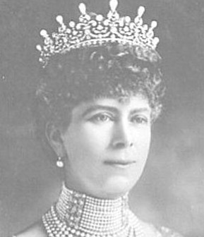 Queen Mary wearing the Girls of Great Britain and Ireland Tiara