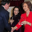 Queen Sofia presents the award