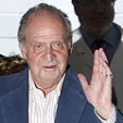 King Juan Carlos leaves the Barcelona hospital where he had lung surgery last week