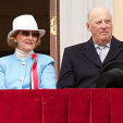 Queen Sonja and King Harald on the balcony of the Royal Palace to mark National Day; 17-05-2015