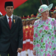 Queen Margrethe and President Joko Widodo inspect a guard of honour during the welcoming ceremony at the Presidential Palace; 22-10-2015