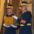 Soldiers carry the casket containing the heart of Queen Marie of Romania into Pelisor Castle; 03-11-2015