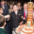 Grand Duke Jean, surrounded by his family, prepares to cut his 95th birthday cake; 09-01-2015