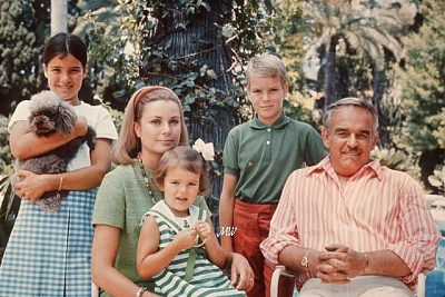 Click image for larger version  Name:1968-01-01 Family 01.jpg Views:338 Size:79.6 KB ID:100911