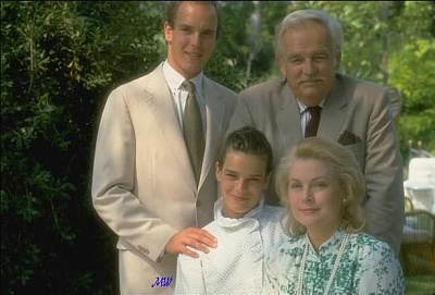 Click image for larger version  Name:1982-07-08 family.jpg Views:502 Size:53.2 KB ID:100933