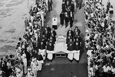 Click image for larger version  Name:1982-09-18 Grace Funeral 01.jpg Views:367 Size:106.4 KB ID:100935
