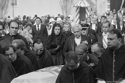 Click image for larger version  Name:1982-09-18 Grace Funeral 02.jpg Views:339 Size:58.6 KB ID:100945