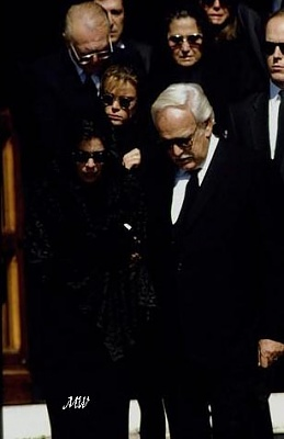 Click image for larger version  Name:1990-10-06 Stefano Funeral.jpg Views:372 Size:28.8 KB ID:101103