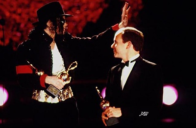 Click image for larger version  Name:1993-05-12 World Music Awards.jpg Views:301 Size:43.2 KB ID:101158