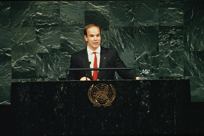 Click image for larger version  Name:1994-09-30 Albert at the UN 02.jpg Views:278 Size:49.8 KB ID:101221