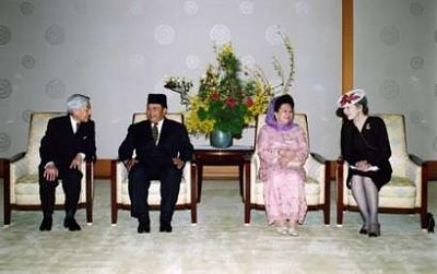 Click image for larger version  Name:Agong and Emperor.jpg Views:181 Size:17.7 KB ID:104440