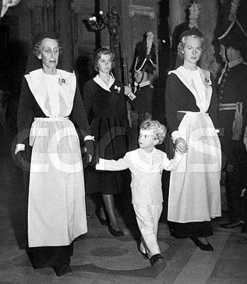 Click image for larger version  Name:med drottning Louise, Carl Gustaf 2 nov 1950.jpg Views:1966 Size:32.9 KB ID:105045