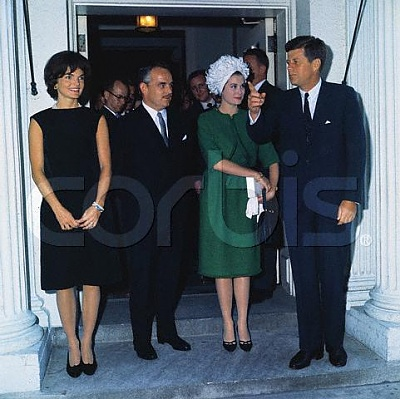 Click image for larger version  Name:kennedy posing at white house june.jpg Views:807 Size:41.0 KB ID:105897
