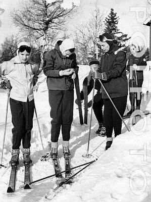 Click image for larger version  Name:skiing_2.jpg Views:743 Size:41.2 KB ID:10919