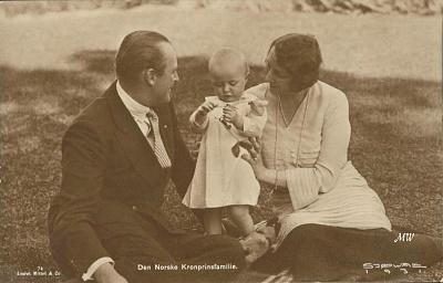 Click image for larger version  Name:Olav & Märtha & Ragnhild 01.jpg Views:225 Size:160.3 KB ID:111280