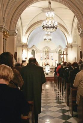 Click image for larger version  Name:Praying for Prince Rainier III on Holy Thursday.jpg Views:80 Size:19.6 KB ID:115036