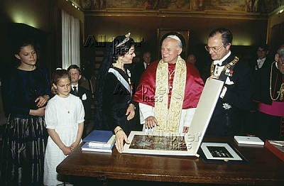 Click image for larger version  Name:pope.JPG Views:272 Size:37.5 KB ID:115402