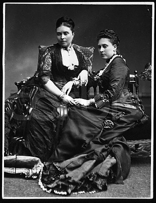 Click image for larger version  Name:1880 Princess Victoria and Princess Beatrice.jpg Views:1194 Size:59.2 KB ID:116058