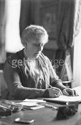 Click image for larger version  Name:circa 1930 - Princess Beatrice of Battenberg.jpg Views:500 Size:29.6 KB ID:116087