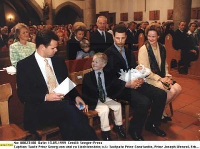 Click image for larger version  Name:Georg Baptism 04.jpg Views:5751 Size:32.1 KB ID:116923
