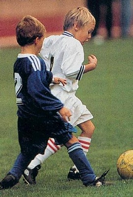 Click image for larger version  Name:louis_soccer.jpg Views:183 Size:33.2 KB ID:11755