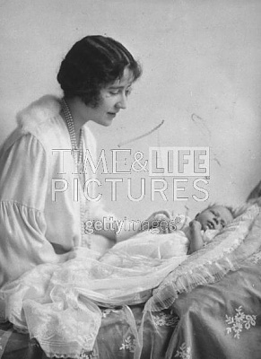 Click image for larger version  Name:Queen Elizabeth newborn 01.jpg Views:287 Size:33.3 KB ID:117650