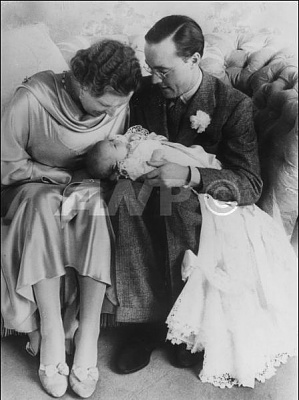 Click image for larger version  Name:Beatrix Baptism 01.jpg Views:332 Size:37.9 KB ID:117705