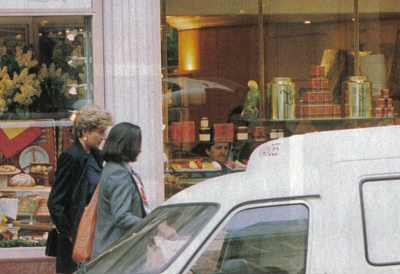 Click image for larger version  Name:1993 05 Shopping in Paris a.jpg Views:476 Size:99.6 KB ID:117953