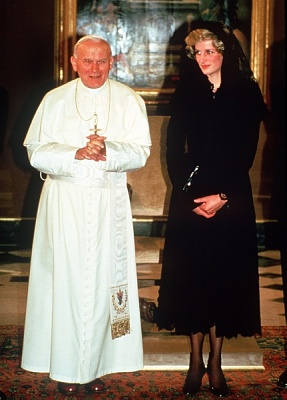 Click image for larger version  Name:Diana i Vatikanen 1985_2.jpg Views:465 Size:87.9 KB ID:118580
