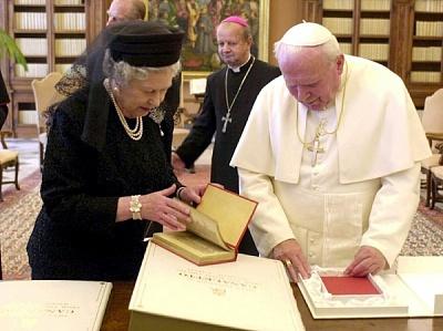Click image for larger version  Name:Drottning Elizabeth i Vatikanen_3.jpg Views:562 Size:102.1 KB ID:118588