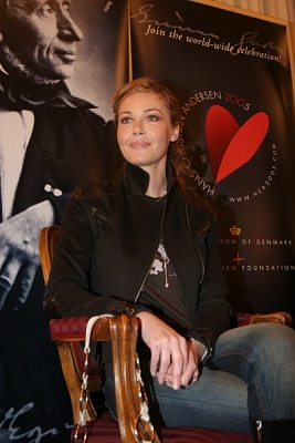 Click image for larger version  Name:Connie Nielsen3.jpg Views:308 Size:74.2 KB ID:118623