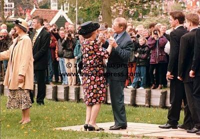 Click image for larger version  Name:1997___Koninginnedag___Beatrix___Pieter___Maurits___PC.jpg Views:212 Size:48.4 KB ID:12171