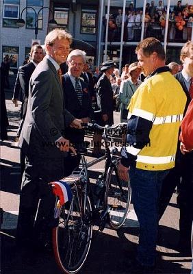Click image for larger version  Name:1999__fiets__koninginnedag__utrecht__willem_alexander.JPG Views:163 Size:42.6 KB ID:12177