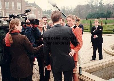 Click image for larger version  Name:1998___Apeldoorn__het_loo__marilene_van_den_broek__maurits__pers__verloving.JPG Views:186 Size:36.9 KB ID:12211