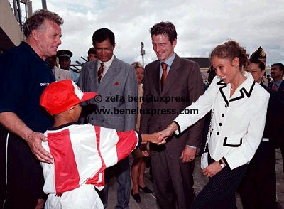 Click image for larger version  Name:1998__marilene_van_den_broek__mauritius__maurits__poseren__werkbezoek_3.JPG Views:178 Size:33.6 KB ID:12220