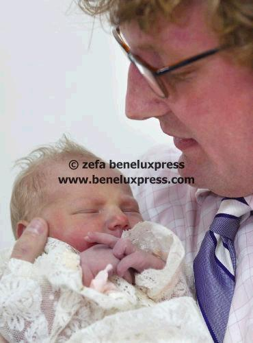 Click image for larger version  Name:14_mei_2002__geboorte__isabella__juliana__lily__mei__onze_lieve_vrouwe_ziekenhuis__vollenhoven.JPG Views:142 Size:26.1 KB ID:12313