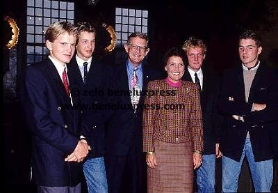 Click image for larger version  Name:1992___zilveren_huwelijk.JPG Views:363 Size:28.5 KB ID:12346