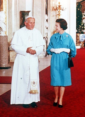 Click image for larger version  Name:82 - With Pope John Paul II in the Marble Hall at B.jpg Views:276 Size:41.1 KB ID:125529