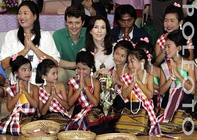 Click image for larger version  Name:CP couple visit Thailand 4.jpg Views:302 Size:51.3 KB ID:126582
