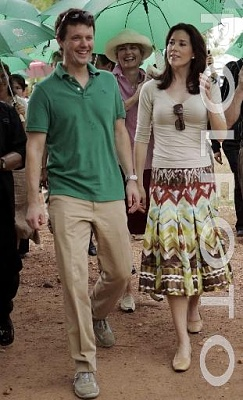 Click image for larger version  Name:CP couple visit Thailand 6.jpg Views:334 Size:34.4 KB ID:126584
