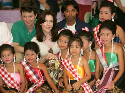 Click image for larger version  Name:CP couple visit Thailand 11.jpg Views:289 Size:40.2 KB ID:126589