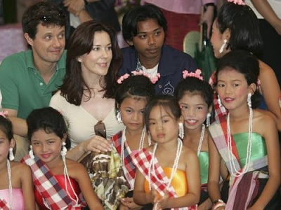 Click image for larger version  Name:CP couple visit Thailand  13.jpg Views:244 Size:33.1 KB ID:126591