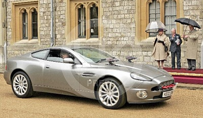 Click image for larger version  Name:Queen_Aston_Martin_14-UKP.jpg Views:131 Size:60.1 KB ID:131323