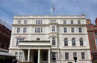 Click image for larger version  Name:clarence_house.JPG Views:1251 Size:28.3 KB ID:13226