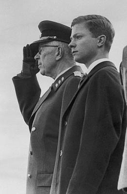 Click image for larger version  Name:med Gustaf VI Adolf parad apr1963.jpg Views:189 Size:47.4 KB ID:132567