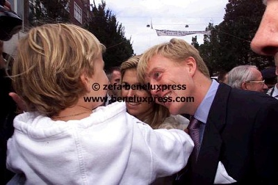 Click image for larger version  Name:2001__amsterdam__bezoek__kind__maxima__september__willem_alexander.JPG Views:266 Size:28.8 KB ID:13306