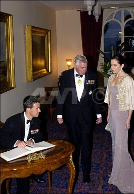 Click image for larger version  Name:2005-03-10 Hobart Government House.jpg Views:263 Size:39.5 KB ID:133248