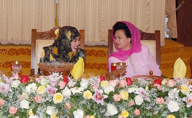 Click image for larger version  Name:Majlis Santap Tengahari Istana Melawati.4 berbual mesra.jpg Views:105 Size:106.8 KB ID:136305