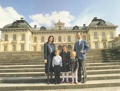 Click image for larger version  Name:drottningholm.jpg Views:651 Size:177.3 KB ID:136581