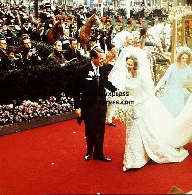 Click image for larger version  Name:1966__beatrix__bruidsjurk__bruiloft__claus__fotografen__gouden_koets.jpg Views:389 Size:62.2 KB ID:13877